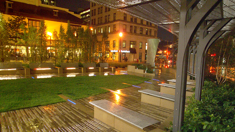 triangle park pittsburgh at night while raining