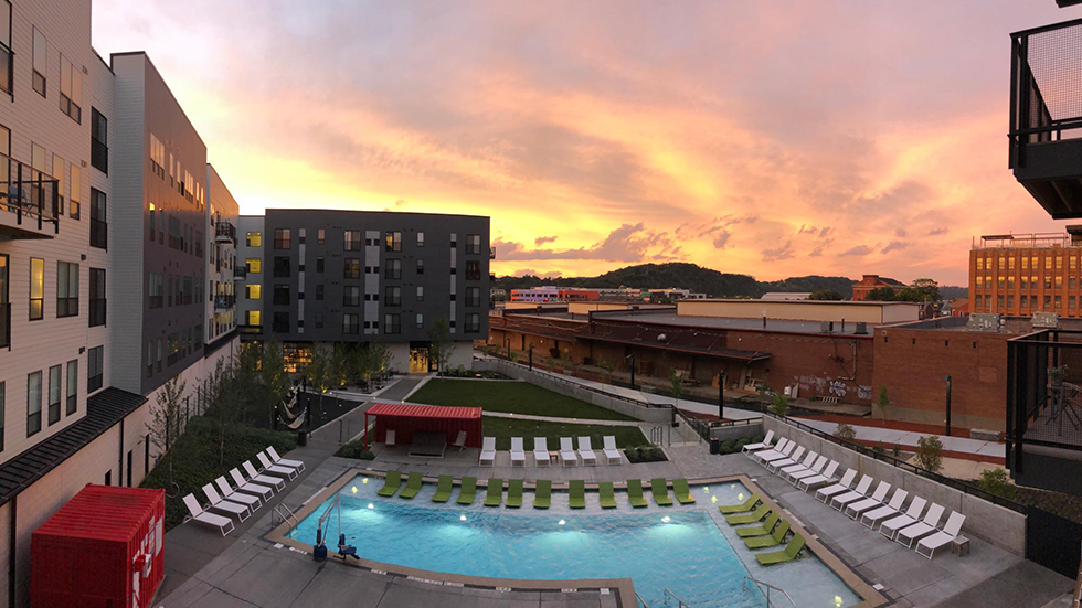 Arsenal Terminal Apartments, Arsenal 201, Sunset view over courtyard and pool